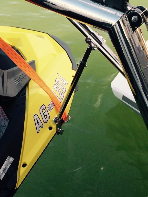 Strut to hold dinghy